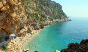 Pasjaca Beach – man gives Mother Nature a hand to form perfection