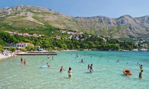 Popular Dubrovnik beach given green light for cleanliness again