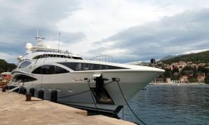 PHOTO – Mega yacht drops anchor in Bay of Župa
