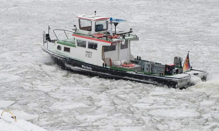 Hungarian icebreakers on the way to Croatia