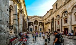 Croatia tourism report - more tourist arrivals, fewer tourist nights