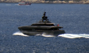 """VIDEO – Mega yacht """"Lucky Me"""" drops anchor in Dubrovnik waters"""