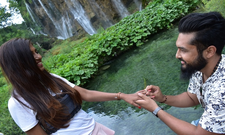 Romance in Croatia – Bloggers get engaged at Plitvica Lakes
