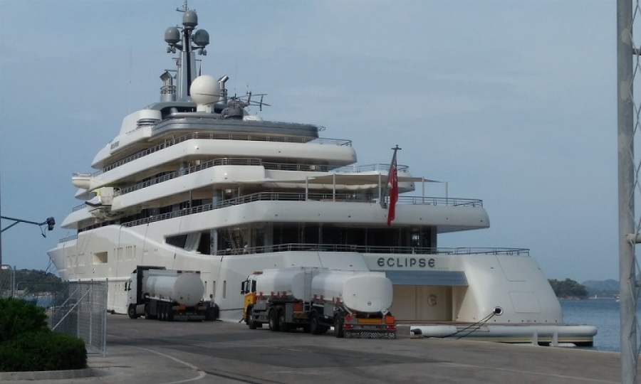LUXURIOUS YACHT - Abramovich spends million euros on fuel in