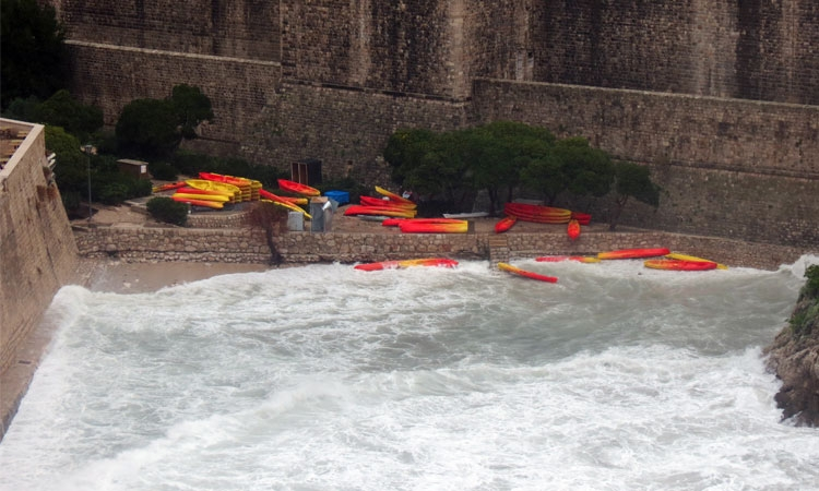 Kayaks washed out to sea