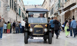 Photo gallery – Most modern electric vehicles on Stradun
