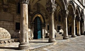 Dubrovnik top attraction under construction
