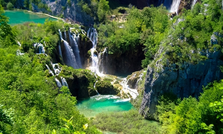 Plitvice Lakes are being ruined by selfie-obsessed tourists according to Condé Nast Traveller