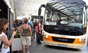 VIDEO - Bus buskers entertain passengers on 1A bus