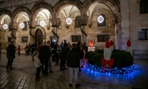 First Advent candle lit in Dubrovnik