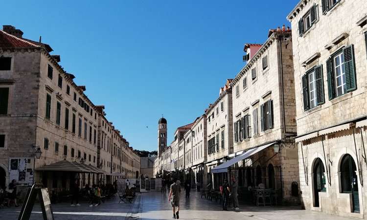 PHOTO – Streets of Dubrovnik basked in October sunshine