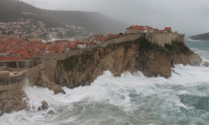 VIDEO/PHOTO – Shocking scenes as storm of the century hammers Dubrovnik