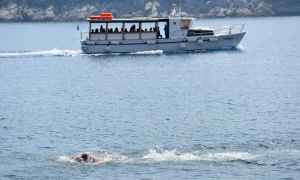 First swimmers as Dubrovnik bathes in sunshine