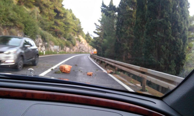 Rccks cause problems on Dubrovnik roads