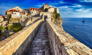 90 percent fewer tourists in Dubrovnik as season stutters to open