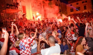VIDEO – Crazy celebrations in Dubrovnik as Croatian World Cup dream continues