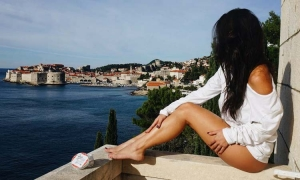 Nicole Isaacs – sexy in Dubrovnik
