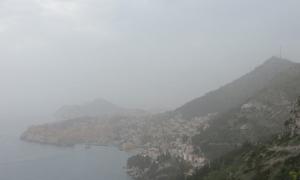 VIDEO – Dubrovnik chokes under a cloud of Sahara sand