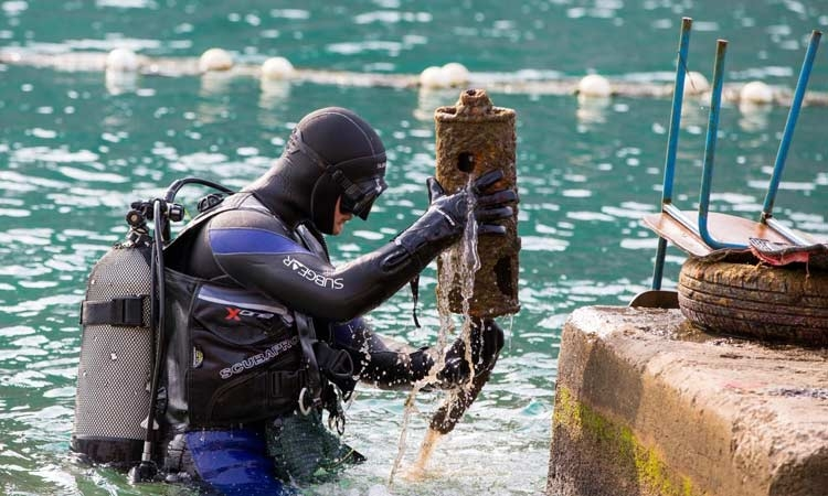 Divers clean Dubrovnik seabed