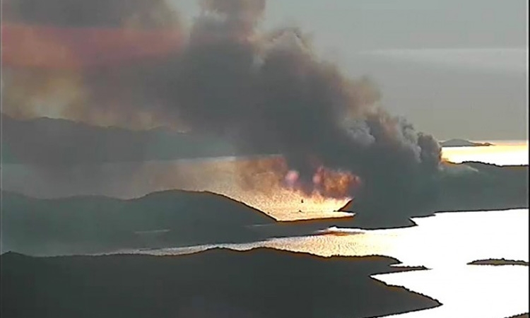 Fire continues to burn on Dubrovnik island
