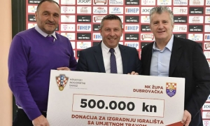 Zupa football club receives donation to purchase artificial grass