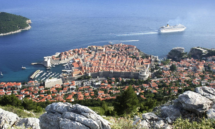 Cruise ship leaving Dubrovnik